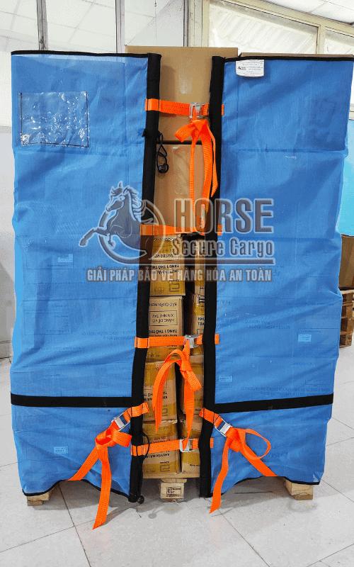 Hình thực tế lưới quấn pallet Horse 1m4 trang bị ràng chân