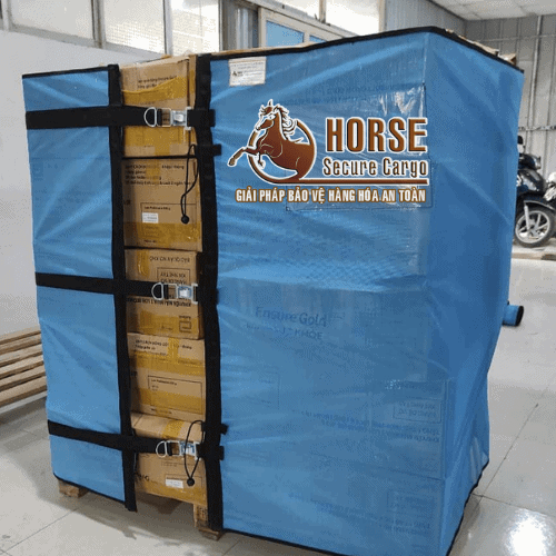 lưới quấn pallet Horse 1m2 sử dụng khóa xiết thông minh tại kho sản xuất