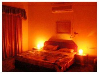 Biến phòng ngủ đơn điệu trở nên độc đáo hơn với chiếc đèn đá muối