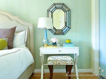 Cách tạo ánh sáng lôi cuốn cho phòng ngủ với đèn để bàn và đèn chiếu sáng