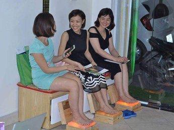 Sử dụng đèn đá muối xông chân sai cách nguy hại khôn lường