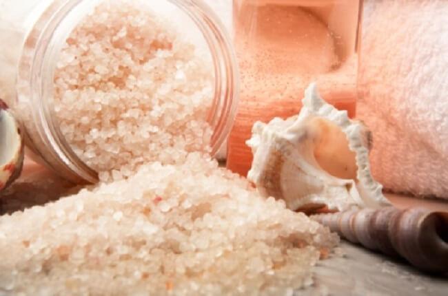 Đá muối Himalaya tắm - Bí quyết trẻ hóa làn da