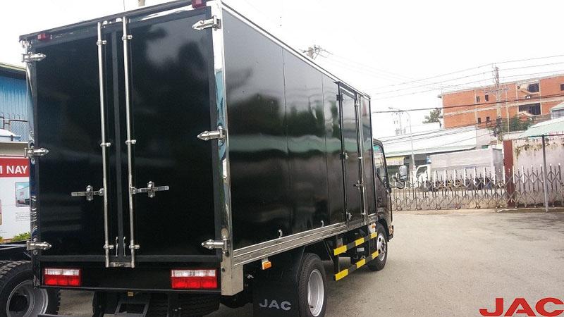 Xe tải JAC 3,45 tấn thùng ngắn với động cơ mạnh mẽ vận hành êm ái