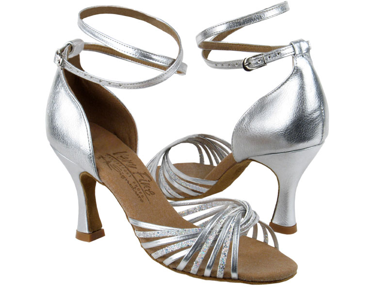 Mách bạn địa chỉ mua giày khiêu vũ bền - đẹp - rẻ nhất thị trường!