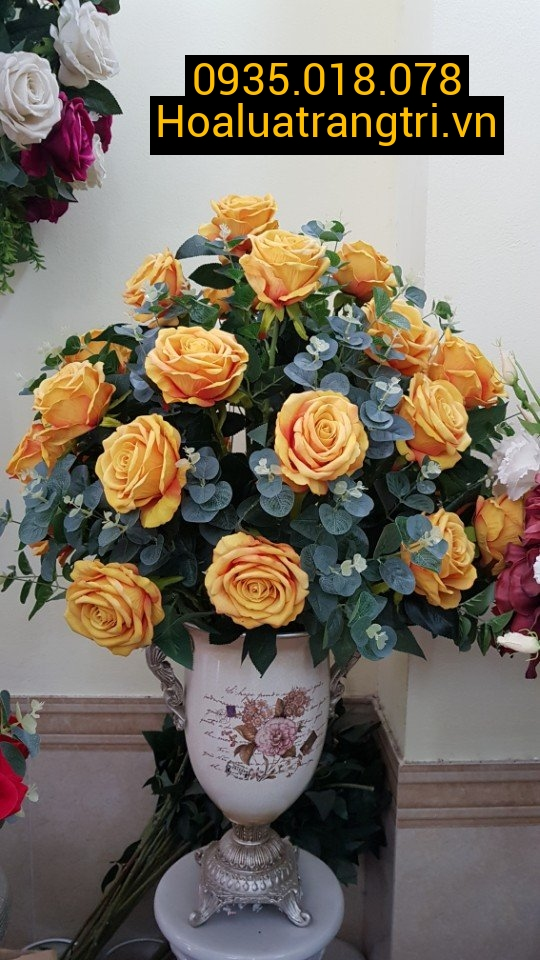 Bình hoa lụa trang trí phòng khách