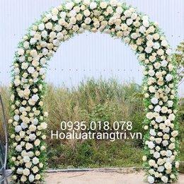 cổng hoa hồng trắng