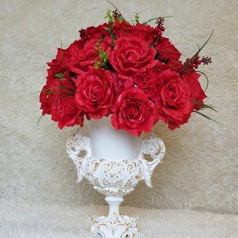 Bình hoa hồng nhỏ để bàn