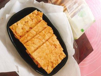 Bật mí cách làm bánh ngói hạnh nhân vàng tươi, thơm giòn rụm