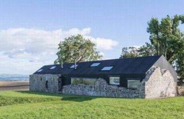 Thú vị ngôi nhà năng lượng mặt trời được khôi phục từ tàn tích của thế kỷ 18