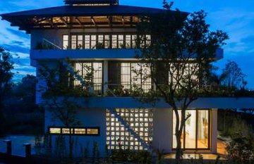Ngôi nhà bậc thang pha kiến trúc Nhật bất chấp thời tiết nóng ẩm của miền Bắc.