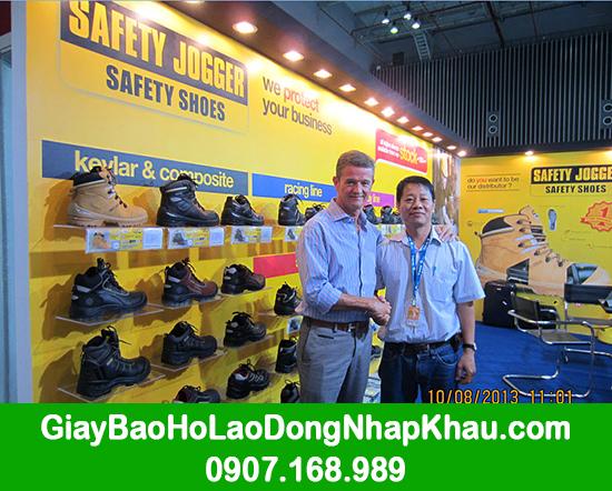 Tháng 8/2013 Tổng giám đốc công ty giày bảo hộ Safety Jogger ngài Vim Vanderschueren từ Bỉ qua thăm GARAN