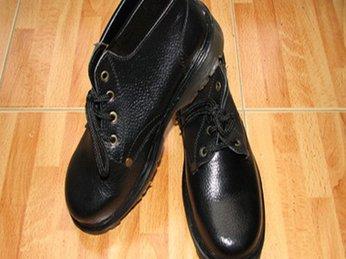 Chọn mua giày bảo hộ chịu nhiệt ở đâu thì tốt ?