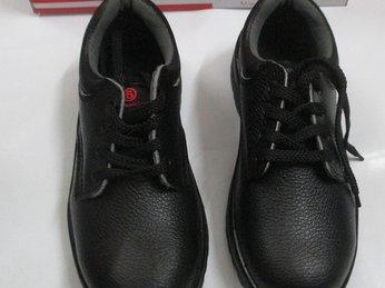 Tại sao nên chọn mua giày bảo hộ Marugo Ax