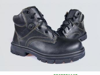 Sự cần thiết của việc trang bị giày bảo hộ bếp