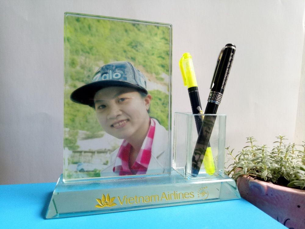 Pha lê in hình - cắm bút, Kỷ niệm chương pha lê thủy tinh nhận in lẻ lấy trong ngày