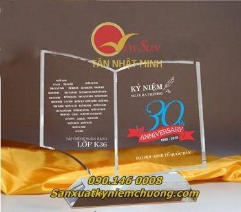 ** Pha lê in hình kỷ niệm trường học - Vua Quà Việt - 0901460008
