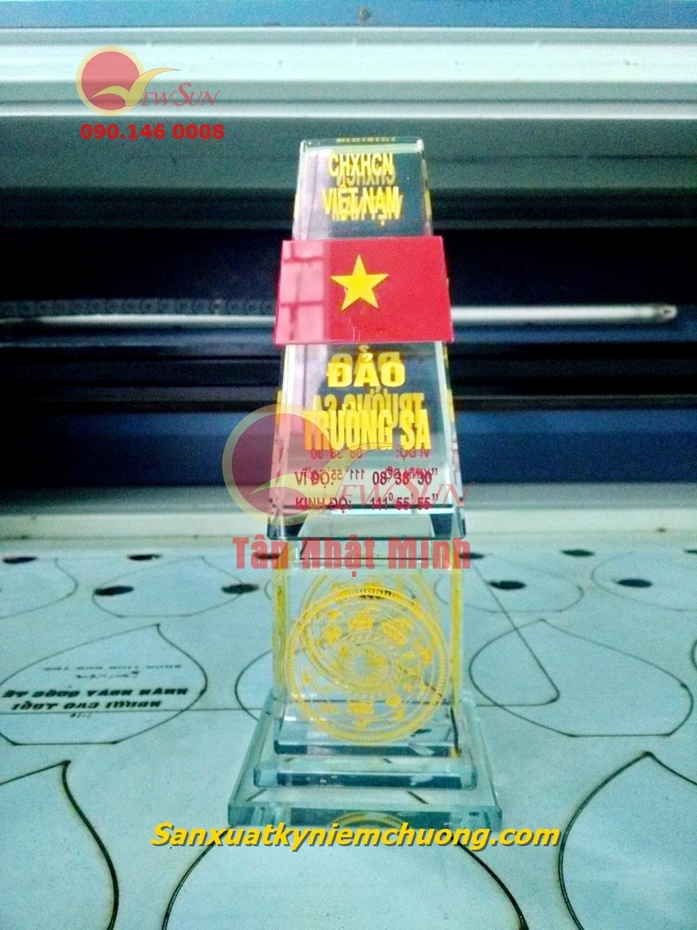 ** XƯỞNG SẢN XUẤT { Cúp thủy tinh giá rẻ} Tân Nhật Minh - 0901460008