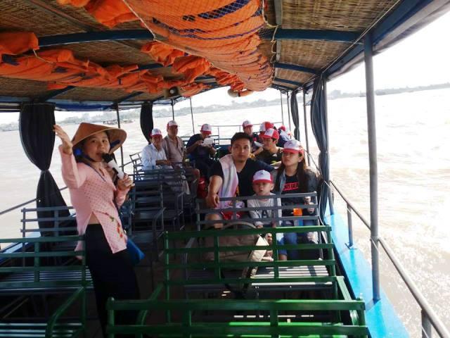 Đón khách tại bến tàu du lịch mỹ tho tiền giang