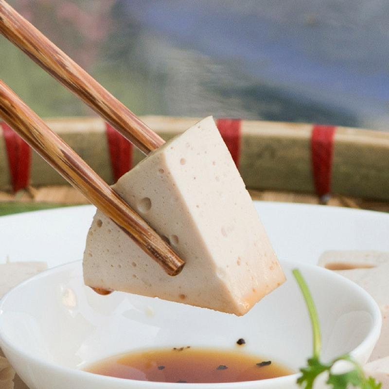 Giò Lụa Nguyễn Cao sử dụng phụ gia tạo giòn dai là tinh chất Rong Biển thiên nhiên.
