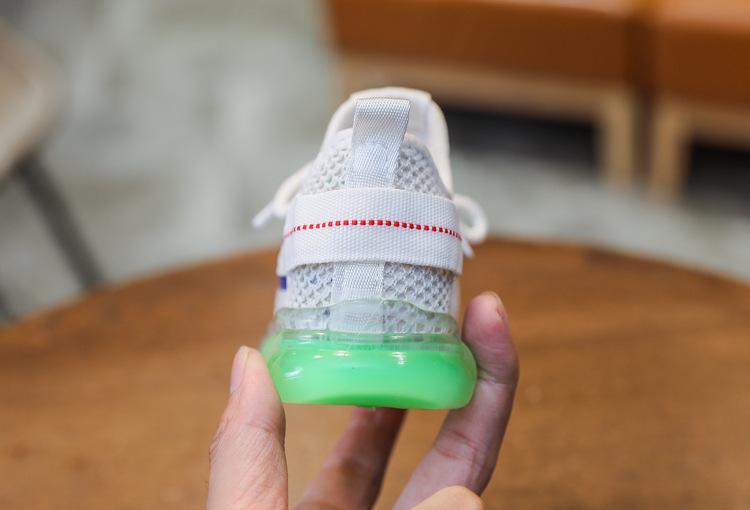 Giày thể bé trai có đèn led phát sáng màu trắng