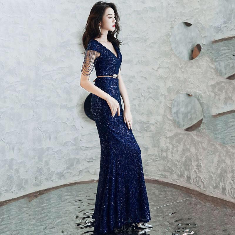 Đầm dạ hội kim sa đính chuỗi pha lê cuốn hút
