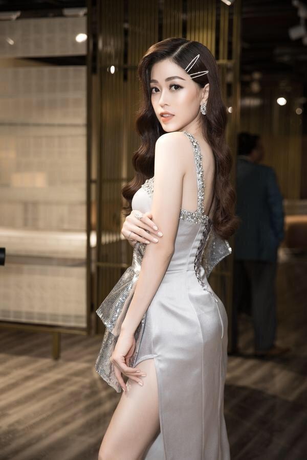 Đầm dạ hội xẻ tà đính pha lê cao cấp sang trọng
