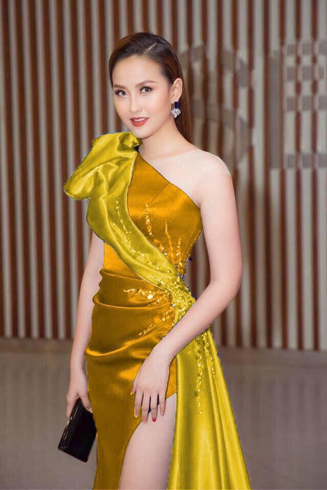Đầm dạ hội xẻ tà lệch vai đính ngọc quyến rũ màu xanh sang trọng