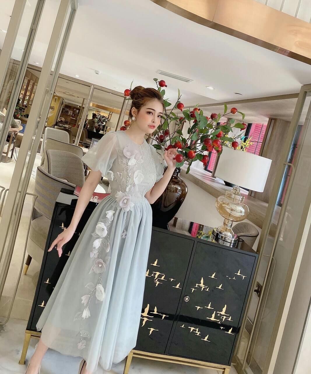 Đầm xòe công chúa tay phồng đính hoa sang trọng