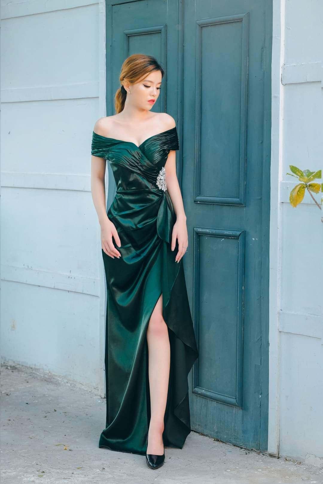 Đầm dạ hội trễ vai màu xanh đính hoa eo thanh lịch