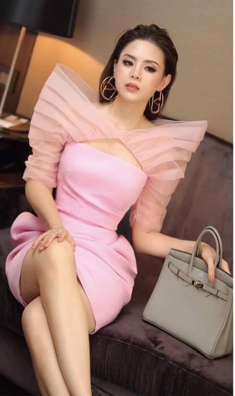 Đầm dạ hội ôm body ngắn màu hồng tay phồng nhọn