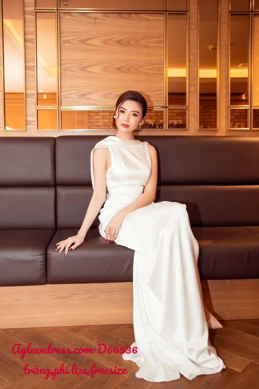 Đầm dạ hội màu trắng kiểu sát nách cổ đổ sau hở lưng xẻ tà
