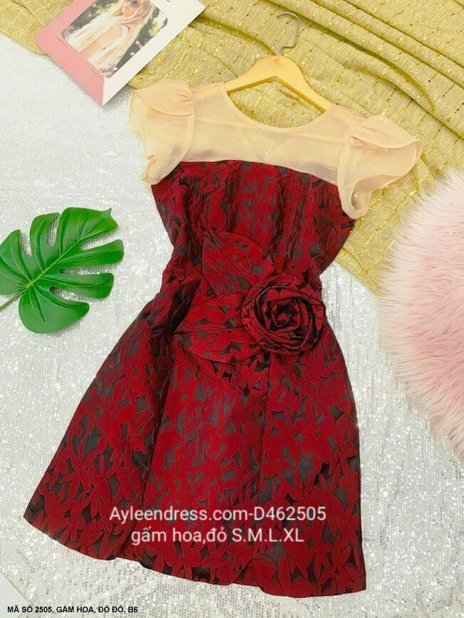 Đầm gấm hoa phối voan lưới đính hoa hồng