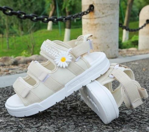 Sandal học sinh 3 quai hoa cúc 129k