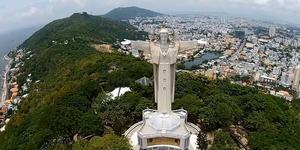 Tượng Chúa Giêsu Kito Vua tại núi Tao Phùng