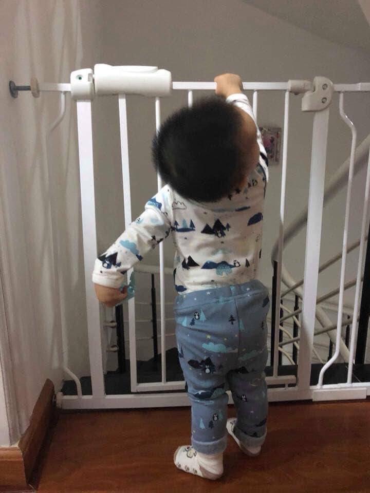 Thanh chắn cửa umoo - đảm bảo an toàn tuyệt đối cho bé khi ở nhà