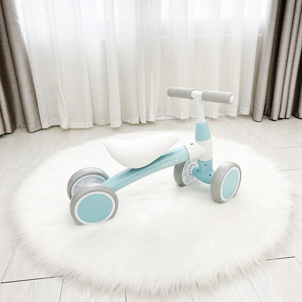 Xe chòi chân Nadle S902 - người bạn cho những kỹ năng chuyển động chân của bé yêu