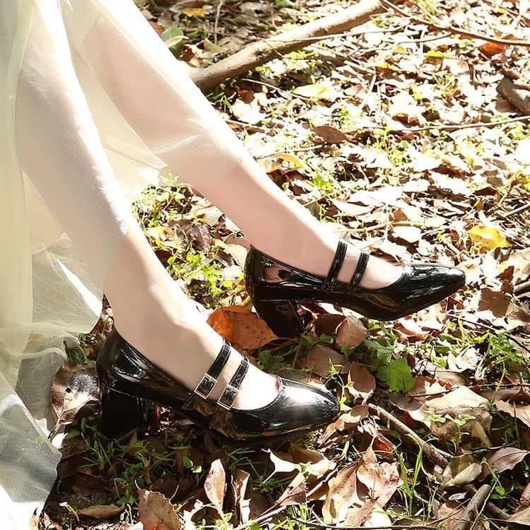Đôi giày cao gót dành cho các nàng hay diện những trang phục vintage