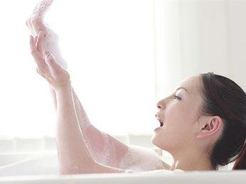 4 thói quen khi tắm không được khuyến khích vì sẽ gây hại cho sức khỏe