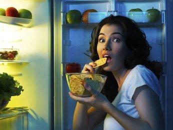 Thói quen ăn khuya và những tác hại không ngờ đến