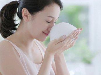 Cách tạo bọt đúng cách khi sử dụng sữa rửa mặt