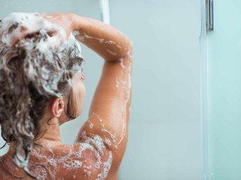 Cảnh báo: 5 hóa chất trong một số sữa tắm, dầu gội, tiếp xúc nhiều gây rối loạn nội tiết, tăng nguy cơ ung thư