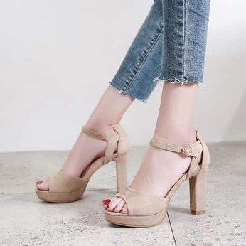 Đôi giày cao gót giúp bạn tự tin bước đi