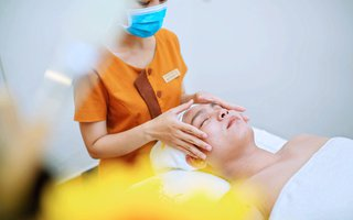 Massage chăm sóc da mặt cho nam giới