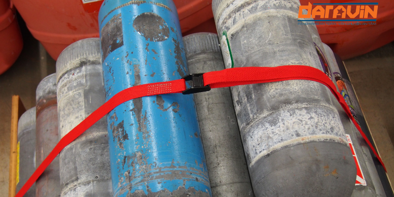 Dây chằng hàng khóa cam bản 35 dài 8m giúp cố định các bình gas
