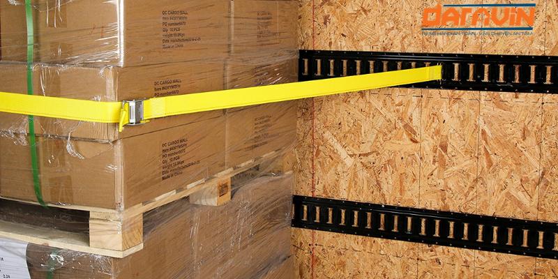 Dây chằng hàng khóa cam bản 35 giúp cố định vị trí các thùng pallet