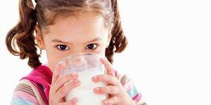 Chọn sữa dinh dưỡng cho bé thấp còi