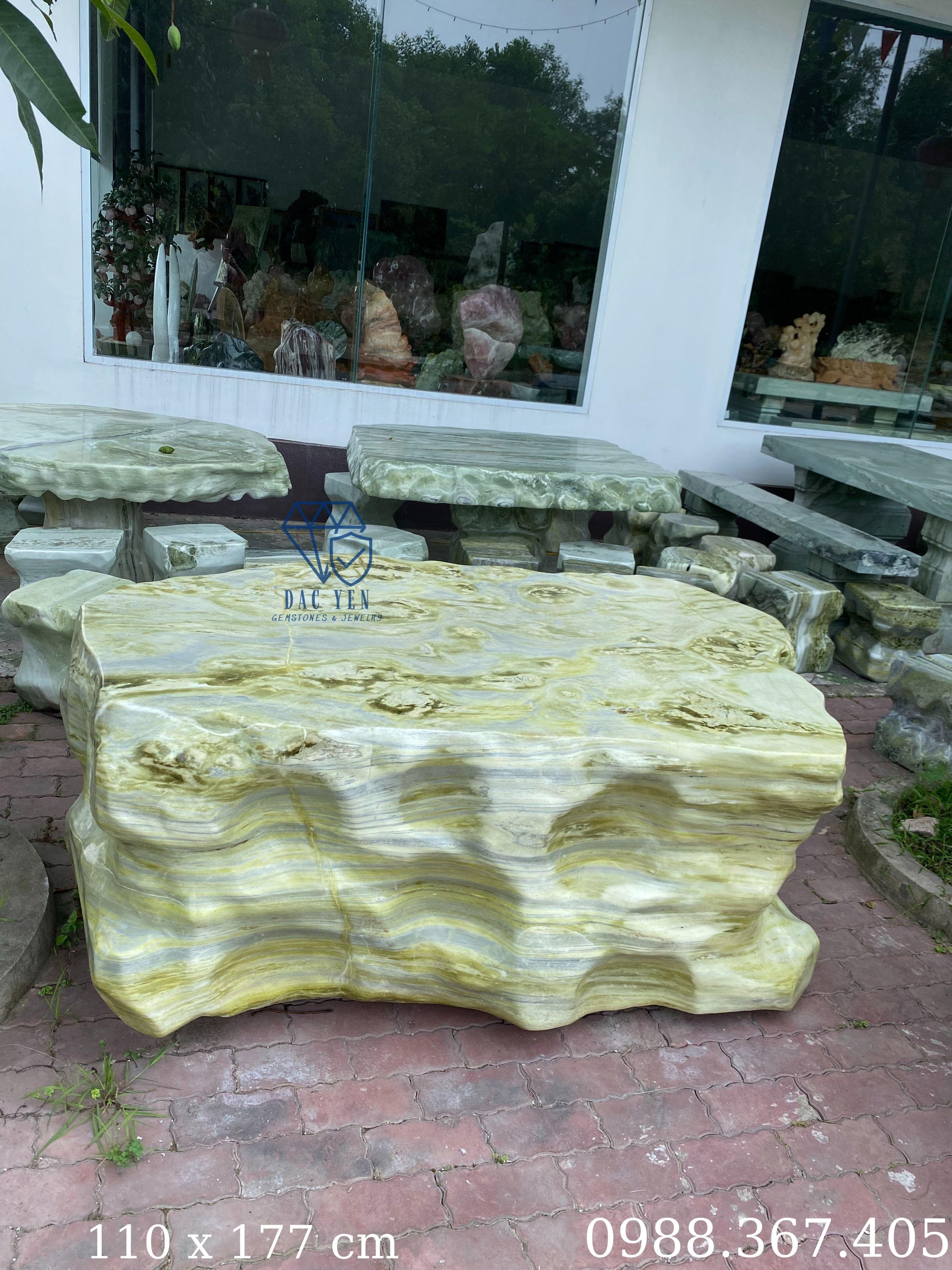 Bàn ghế đá nguyên khối, bàn ghế đá đẹp, bàn ghế đá tự nhiên Yên Bái