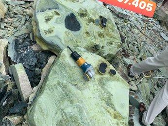 Địa chỉ uy tín bán bàn ghế đá tự nhiên nguyên khối đẹp tại Bình Định