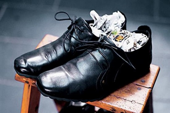 Làm Sạch Giày Da Bị Mốc Nhanh Và Hiệu Quả Nhất