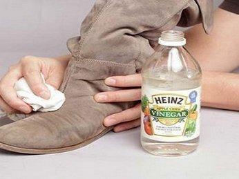 Giặt giày da lộn bị mốc sao cho hiệu quả?